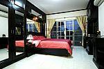 138-55 bedroom 2 with en-suite.